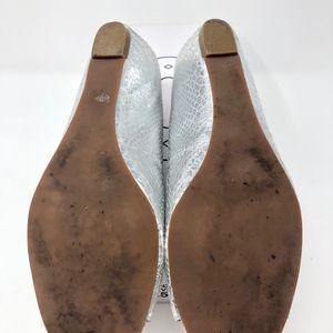 Steve Madden Shoes - Steve Madden Size 7.5 Silver Peep Toe Flats